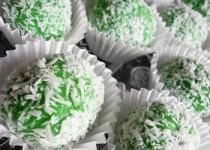 Truffes au pandan, chocolat blanc et noix de coco