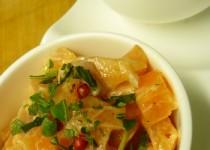 Tartare de saumon au citron vert et aux baies roses