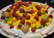 Pavlova individuelles aux fruits exotiques