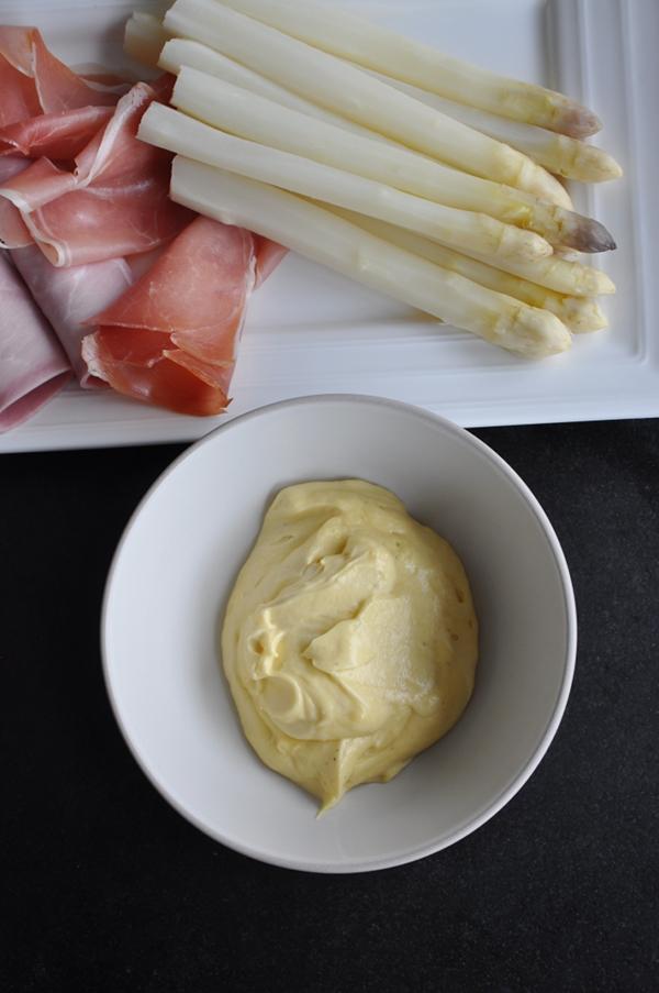 Sauce hollandaise et variante mousseline - Une mousseline en cuisine ...